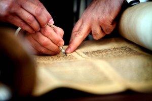 SLIDE 11 - Torah